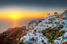 Have you ever thought of which the general public considers as the top 30 islands in the world? Destinations, Beau Site, Europe, Going On Holiday, Crete, Greek Islands, Santorini, Paris Skyline, Places To Visit