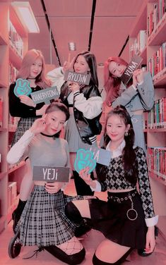 Read ミ✨ ˊ- from the story 𝙄𝘾𝙊𝙉𝙎 𝙆𝙋𝙊𝙋 ; Kpop Girl Groups, Kpop Girls, Mamamoo, Mode Kpop, Black Phone Wallpaper, Programa Musical, Memes Br, Kpop Outfits, Kpop Aesthetic