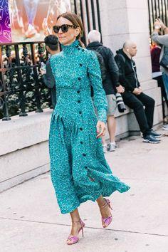 New York Fashion Week весна-лето 2018 - street style Blue Fashion, New York Fashion, Fashion Looks, Womens Fashion, Trendy Dresses, Summer Dresses, Midi Dresses, Dress Silhouette, Looks Style