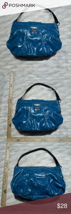 MICHE MARBLED ELECTRIC BLUE HOBO SHELL This is a stunninly beautiful miche brand marbled electric blue hobo (WITH STRAP) This  shell is made to carry a Miche bag insert this particular one does not have that included but can still most likely be used with out it as the nylon inner lining its still in great shape like new! and there won't be many miche bags after this because unfortunately the company has recently filed for bankruptcy so dont miss out on one of your last chances to own a…