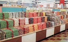 Anybody else remember the Piggly Wiggly candy aisle? Vintage Ads, Vintage Shops, Piggly Wiggly, Retro Candy, Shop Till You Drop, Vintage Pictures, Grocery Store, 1950s, Shopping