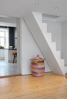 Custom-Built Small Loft Apartment In Stockholm This unique and fully restored turn of the century apartment in Stockholm, Sweden with custom-built loft that gives the feeling of a much larger apartment. Loft Bed Decorating Ideas, Tiny Apartment Decorating, Interior Decorating, Loft Staircase, Staircase Design, Stairs To Attic, Loft Room, Bedroom Loft, Attic Loft