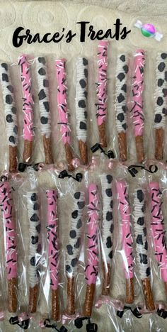 Cow theme pretzel rods mix pink, black and white First Birthday Theme Girl, Cow Birthday Parties, Birthday Ideas, Farm Animal Birthday, Cowgirl Birthday, Farm Birthday, Cow Baby Showers, Pretzel Rods, Pink Black