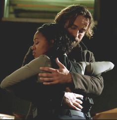 Sleepy Hollow Season 3 Hug