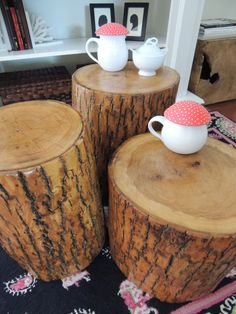 tree stump tables from Knock Off Decor Log Furniture, Unique Furniture, Refinished Furniture, Diy Wood Projects, Wood Crafts, Tree Stump Table, Tree Stumps, Knock Off Decor, Deco Nature
