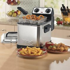 T-fal Family Pro Oil Capacity Electric Deep Fryer with Stainless Steel Waffle, Silver - Exactly what we were looking for.This T-fal th Small Deep Fryer, Best Deep Fryer, Commercial Deep Fryer, Buttermilk Chicken Tenders, Deep Fryer Recipes, Corndog Recipe, Electric Deep Fryer, Chicken Tender Recipes
