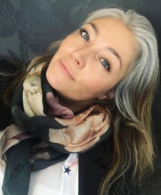 Grå front #greying #goinggrey #nomoredye #slowlybutsurely
