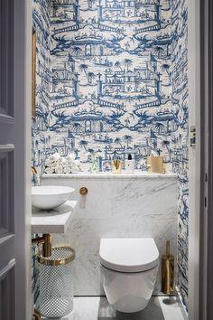 Cheap Home Decor blue and white powder bath.Cheap Home Decor blue and white powder bath Bad Inspiration, Bathroom Inspiration, Interior Inspiration, Blue And White Wallpaper, Bold Wallpaper, Wallpaper Toilet, Unusual Wallpaper, Interior Wallpaper, Blue Wallpapers