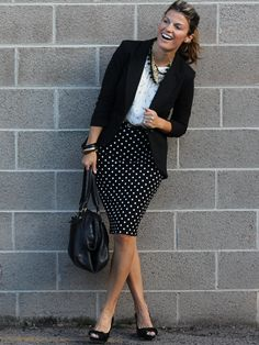 Hey females, don't miss away this great post that consists of voguish outfit strategies with a pencil skirt. A pencil skirt is probably the bits of cloth t Casual Work Outfits, Office Outfits, Work Attire, Work Casual, Cute Outfits, Look Office, Office Wear, Office Attire, Business Professional Outfits