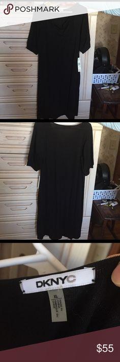 SS, knit, weighted V-neck, falls just below knee Black knit dress DKNYC Dresses