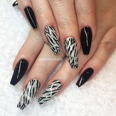 Elegant nail designs that are fashionable Elegant Nail Designs, Black Nail Designs, Elegant Nails, Cool Nail Designs, Fancy Nails, Bling Nails, Red Nails, Hair And Nails, Fabulous Nails