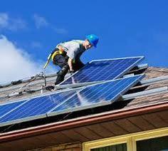 O Brasil deve figurar entre os 20 países que mais produzem energia solar fotovoltaica em 2018. É o que aponta o boletim Energia Solar no Brasil e no Mundo – Ano de Referência – 2015, publicado pelo Ministério de Minas e Energia (MME). O relatório destaca que foram contratados 31 projetos em leilões no ano de 2014, correspondente a 890 megawatts (MW), e 65 projetos em 2015, com 1.763 MW. Somados, a capacidade instalada totalizou 2.653 MW. A expansão da energia solar fotovoltaica no país…