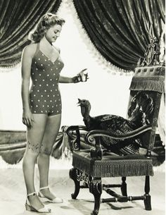 Thanksgiving Hollywood Pinup Star Esther Williams and a Gobbler! Vintage Hollywood, Golden Age Of Hollywood, Classic Hollywood, Hollywood Style, Lindy Hop, Ester Williams, Vintage Thanksgiving, Happy Thanksgiving, Thanksgiving Turkey