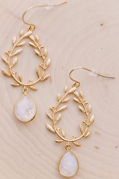Gold Jewelry Laurel Wreath Moonstone Earrings - Our Moonstone Teardrop Earrings are the perfect earrings for everyday wear! They are classy chic with a touch of bohemian flare. Birthstone Jewelry, Gemstone Jewelry, Diamond Jewelry, Gold Jewelry, Jewelry Accessories, Fine Jewelry, Jewelry Ideas, Gold Bracelets, Diamond Earrings