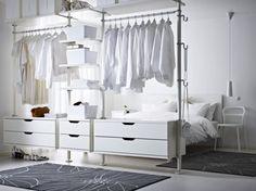 Offener, heller Kleiderschrank von IKEA Systems B.V. * interior design * bedroom