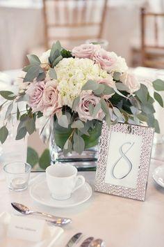 simple-elegant-wedding-centrepiece-2