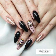 Es ist wieder Montag. Geht bei dir die Zeit auch so schnell vorbei?   Black Gold, Claire, Nail Designs, Nails, Face, Beauty, Nail Studio, Finger Nails, Ongles