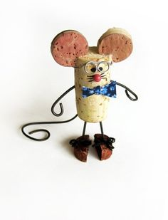 DIY Cork Mouse re-purpose wine cork craft.Made use of Grape Corks for to buy online in order to use for create undertakings like wine plug wreaths, stopper boards, wedding ceremony prefers plus much more.Corks - Make a mouse, too, and then play cat and mo Wine Craft, Wine Cork Crafts, Wine Bottle Crafts, Crafts With Corks, Wine Cork Ornaments, Christmas Ornaments, Snowman Ornaments, Christmas Tree, Diy Cork