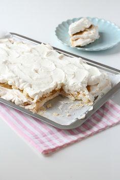 Marengs kake by Linda I passionforbaking. Jordbær i stedet for banan?