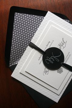 ♥ Black & White Invites