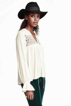 Blusa con encaje H&M - 14,95€