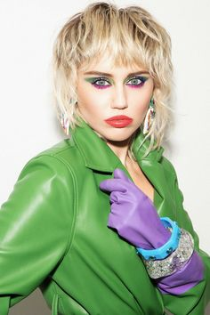 Miley Cyrus Photoshoot, Miley Cyrus Outfit, Miley Cyrus Hair, Miley Cyrus Style, Miley Cyrus News, Miley Cyrus Interview, Cabelo Miley Cyrus, 1980s Makeup And Hair, Mtv