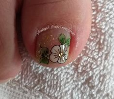 Publicación de Instagram de andryus_nails • 6 de Nov de 2019 a las 3:00  UTC Pedicure Designs, Toe Nail Designs, Toe Nail Art, Toe Nails, Acrylic Toes, Manicure And Pedicure, Finger, Lily, Make Up
