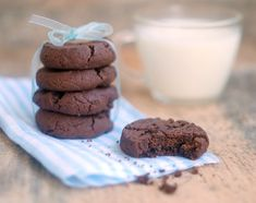 Шоколадное печенье - something sweet to a cup of coffee Double Chocolate Cookies, Chocolate Biscuits, Ukrainian Recipes, Something Sweet, Delicious Desserts, Coffee Cups, Bakery, Deserts, Tasty