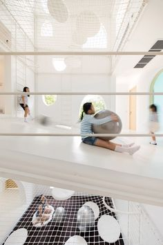 House in Thailand built around an indoor playground. amazing spaces and places. architecture and design brilliance Playground Design, Indoor Playground, Play Spaces, Kid Spaces, Play Areas, Architecture Interactive, Space Architecture, Berlin Apartments, France Trampoline