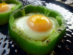fried eggs in a bell pepper ring.sunny side up shown here. Cover pan to cook more. I lke to saute the pepper a bit before adding egg and, ofcourse, add a sprinkle of cheese plus bacon. Egg Recipes, Paleo Recipes, Real Food Recipes, Yummy Recipes, Sweet Potato Hash Browns, Eggs In Peppers, Snacks Saludables, Stuffed Green Peppers, Bell Pepper