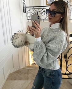 Long green coat over black jeans and black knit sweater 2019 Long green coat over black jeans and black knit sweater The post Long green coat over black jeans and black knit sweater 2019 appeared first on Sweaters ideas. Mode Outfits, Night Outfits, Classy Outfits, Chic Outfits, Trendy Outfits, Winter Fashion Outfits, Winter Outfits, Autumn Fashion, Black Women Fashion