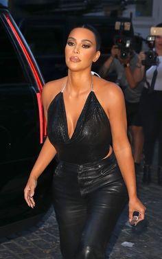 The makeup products that Kourtney Kardashian uses – My hair and beauty Kourtney Kardashian, Kardashian Beauty, Kardashian Kollection, Kardashian Style, Kardashian Jenner, Style Kim K, Leder Outfits, Kendall Jenner Style, Celebs