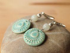 Amazonit - Türkisfarbene Ohrringe mit Amazonit und Keramik - ein Designerstück von TonArts-Keramik bei DaWanda