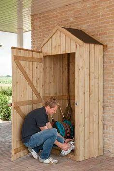 Dobrý základ: Miluj, že zahrada skříň je stabilní a připevněte ji ke zdi, pokud je to možné.