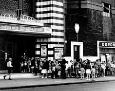 A Saturday matinee at an Odeon, Shettleston, Glasgow - 1955 Life Pictures, Old Pictures, Old Photos, Cinema Theatre, Amazing Buildings, Ol Days, Old World Charm, Classic Hollywood, Past
