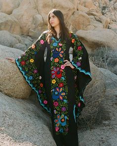 Ideas Embroidery Dress Mexican Black For 2019 Mexican Embroidery, Embroidery Dress, Wedding Embroidery, Bird Embroidery, Caftan Dress, Boho Dress, Casual Frocks, Boho Wedding Gown, Mexican Fashion
