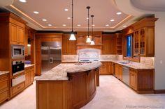 Traditional Medium Wood (Golden) Kitchen Cabinets #02 (Kitchen-Design-Ideas.org)