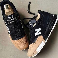 New Balance available/dispo sur l'application KAZA KAZA http://kaaza.io #newbalance #sneakers #sneakersaddict #sneakerhead