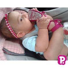 Bebês que amam nossos sapatinhos! <3  Essa é a pequena Alice Freitas. Na pose e no close! Hahaha Pode essa gostosura toda?