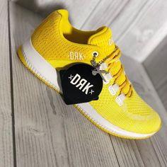 Hello világ  Hétfői start a Dorko Jump legújabb szériájával    Jöhetnek a tavaszi élénk színek?   #sport #mik #instahun #berenysport #photooftheday #ikozosseg #dorko Legs, Sneakers, Sports, Outfits, Fashion, Tennis, Hs Sports, Moda, Slippers