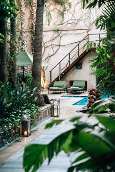 El-Fenn Marrakech: Tucked away in a more quiet area of the medina, you'll find the beautiful entry to the enchanting boutique hotel & rooftop bar. Boutique Hotels, Hotel Rooftop Bar, Khao Lak Beach, Le Riad, Visit Marrakech, Hotel Safe, Great Hotel, Hotel Lobby, Moorish