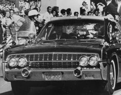 32 Photographs of the Events Surrounding JFK's Assassination