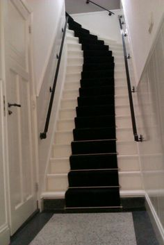 Trappen hal on pinterest terrazzo stairs and stair for Interieur ideeen hal