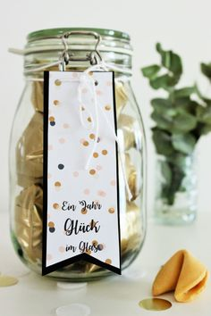 Bild: DIY Geschenkidee, ein Jahr Glück im Glas, HEMA Glückskekse, gefunden auf Partystories.de