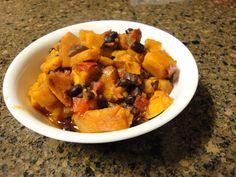 sweet potato black bean chili via The Fitnessista-- ammmmazing :D