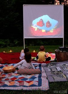 movie night at home DIY outdoor movie screen. Get ready for outdoor weather with this DIY tutorial to build a movie screen outside. Outdoor Movie Party, Outdoor Movie Screen, Outdoor Cinema, Outdoor Theater, Theater Seating, Backyard Movie Theaters, Backyard Movie Nights, Outdoor Movie Nights, At Home Movie Theater