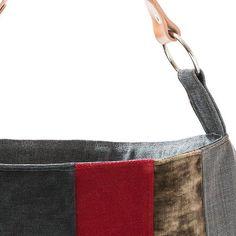 HOBO BAG  Mala, estilo saco, em tecido, forrada. Alça em couro natural. Fecho magnético.  100% original design & handmade by AnaCaracciolo.  Todos os nossos produtos são controlados e devidamente numerados. Alça - 36cm  Medidas: 38Lx42A cm 14,6x16,1 inch    https://www.facebook.com/awayoflifehandmade