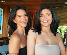 Kendall and Kylie Jenner: So similar they look at this .- Kendall and Kylie Jenner are confused - Khloe Kardashian, Kardashian Kollection, Estilo Kardashian, Kardashian Workout, Kendall Jenner Estilo, Kendall E Kylie Jenner, Looks Kylie Jenner, Kylie Jenner Style, Kylie Jenner Photos