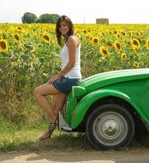 Citroen 2CV • young lady with a green 2CV and a field of sunflowers