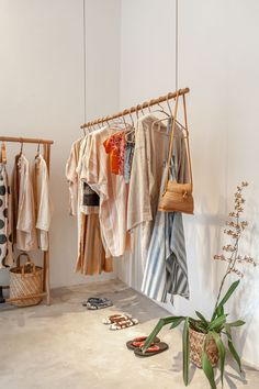 Clothing Boutique Interior, Clothing Store Design, Boutique Decor, Boutique Design, Boutique Displays, Clothing Store Displays, Boutique Stores, Store Interiors, Gift Shop Interiors